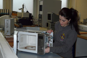 PhD student Azadeh Dindarian working on microwaves