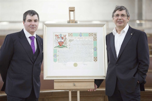 Sir Andre and Sir Kostya with the resolution confirming the Freedom of the city