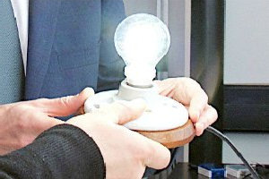 Chancellor George Osborne and Sir Kostya Novoselov with the graphene lightbulb